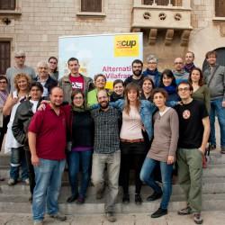 Els membres de la llista de la CUP de Vilafranca, signen un codi ètic.