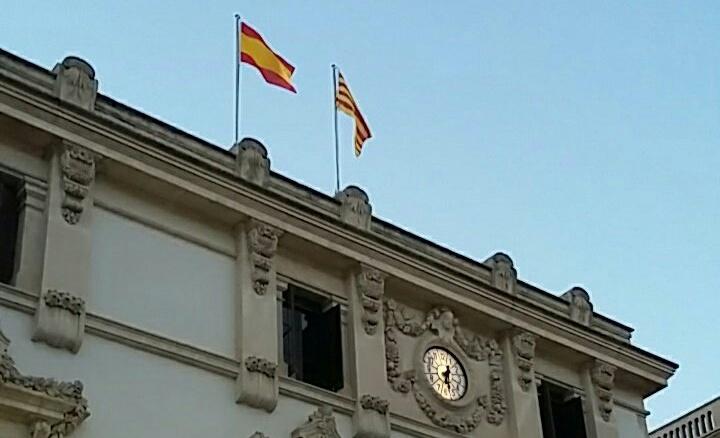 La CUP presenta una moció d'urgència per demanar la retirada de la bandera espanyola de l'ajuntament de Vilafranca del Penedès