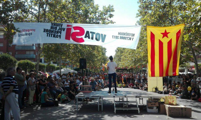 NOTÍCIA | La CUP omple la rambla de la Girada en l'acte de campanya pel sí al referèndum