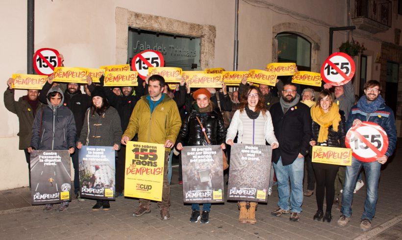 NOTÍCIA   La CUP inicia campanya davant d'un col·legi electoral 1-OCT